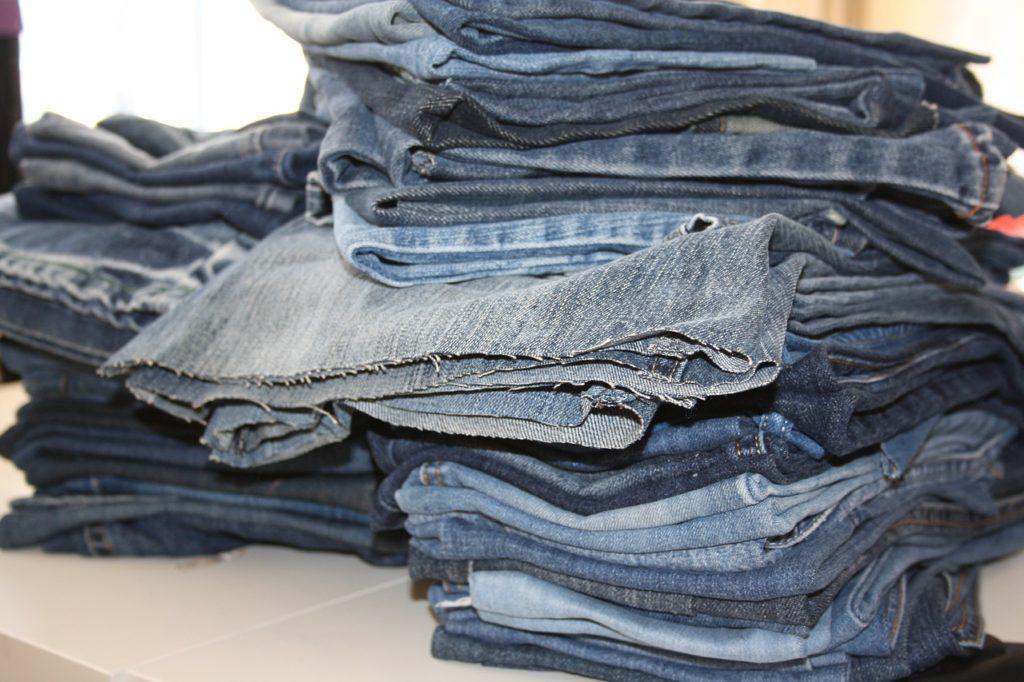 illustration atelier brico vêtements